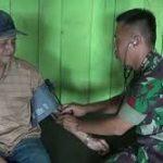 Satgas Pamtas Berikan Pelayanan Kesehatan di Pos Labang
