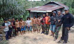 Tim Satgas Pamtas dan EFQR TNI-AL Amankan Penyelundup Sabu Bersenjata Api