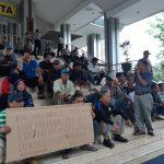 Pelunasan Tanah Belum Dibayar, Anggota Kopkar Kalimanis Orasi di Balai Kota