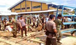 Petugas Gabungan Bersihkan Sisa Bangunan di Bekas Pasar Beringin