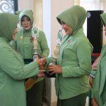 Aktif di Kegiatan Sosial, Dua Anggota Persit Korem 091/ASN Terima Penghargaan dari KASAD