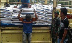 Babinsa Awasi Distribusi Rasda Program Pemkab Malinau