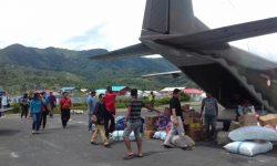 Pesawat TNI-AU Layani Penumpang dan Sembako ke Perbatasan Kaltara