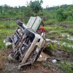 Mobil Carteran Wartawan Terguling di Kutai Barat