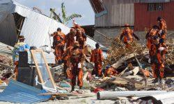 Relawan PP Kaltim Bantu Bongkar Reruntuhan dan Evakuasi Korban