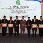 Tujuh Pejabat Purna Tugas Terima Penghargaan, Isran : Bukti Dedikasi dan Pengabdian Diri
