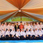 Wagub Bayarkan SPP 50 Anak Yatim Wahau untuk Satu Tahun