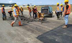 Aspal Taxiway Bandara APT Pranoto Rusak Lagi!