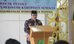 Wakil Bupati Sematkan Tanda Jasa dan Serahkan SK Pensiun PNS