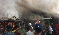 Pagi-pagi, Kebakaran Hanguskan 4 Bangunan di Samarinda