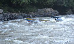 Long Boat Tabrak Batu di Riam Mahakam Ulu, 3 Orang Masih Dicari