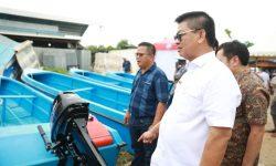 Gubernur Kaltara Serahkan Bantuan Perahu dan Mesin ke Nelayan