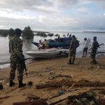 Satgas Pamtas Amankan 14 WNAdari Suku Bajau di Perairan Sebatik