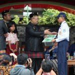 Berprestasi, 46 Murid & Guru Diganjar Penghargaan Bupati Ismunandar