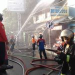 Kebakaran Hanguskan Kendaraan, 3 Relawan Tersengat Listrik