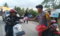 Rukunnya Antar Umat Beragama di Kampung Bali di Kukar, Umat Hindu Berbagi Takjil