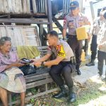 Patroli Peduli Polres Nunukan Antar Sembako untuk Nenek 80 Tahun