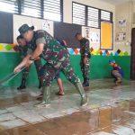Mulawarman Peduli, Dandim Samarinda Ikut Bersihkan Rumah Warga Pascabanjir