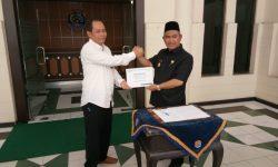 Dukung Go Green, PLN Beri Motor Listrik ke Wali Kota