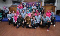 Welcome Party Raker Kehumasan se-Kaltim, Humas & Protokol Kutim Kompak Berbatik Wakaroros