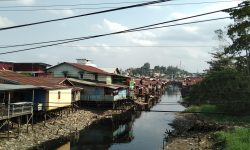 Karang Mumus Kehitaman, Masih Ada Warga Beraktivitas di Sungai