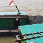 Polisi Tangkap Maling 17 Ton Batu Bara di Sungai Meriam