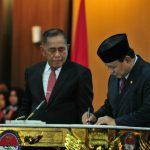 Ryamizard Ryacudu Serah Terima Jabatan Menhan Kepada Prabowo Subianto
