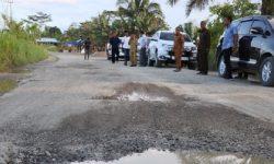 Jalan Provinsi Dalam Wilayah Berau Mengalami Kerusakan Parah