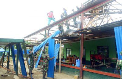 Prajurit Satgas Pamtas RI-Malaysia Gotong Royong Perbaiki Masjid