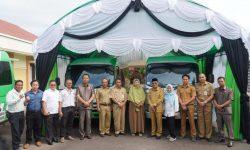 PT Berau Coal Serahkan Bantuan Bus untuk Kampung Tasuk dan Long Lanuk