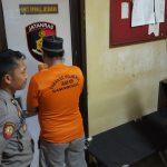 Kesal, Driver Taksi Online Pukuli Istrinya Pakai Sapu Sampai Patah