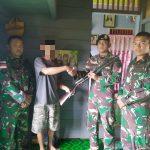 YT Serahkan Senjata ke Satgas Pamtas Yonif Raider 303/SSM Kostrad