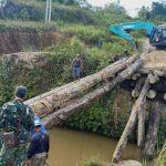 Akses Kubar – Mahulu Putus, Kodim Kutai Barat Bangun Jembatan Darurat