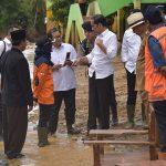 Kunjungi Lebak, Presiden Perintahkan Segera Perbaiki Jembatan dan Sekolah yang Rusak