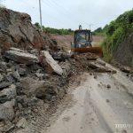 Pemkab Gerak Cepat, Bersihkan Longsor di Poros Rantau Pulung KM 18