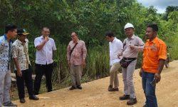 Pemkab Kutim Kerahkan Perusahan Perbaiki Jalan di Desa Mata Air
