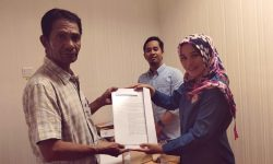 KPID Kaltim Serahkan Surat Pencabutan IPP PT Akmanda Mandiri Jaya