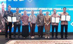 Pusat Investasi Pemerintah Teken Kontrak dengan Penyalur UMi dan PT SMI