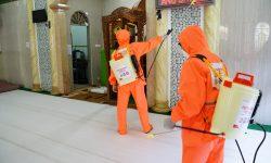 Pertamina dan Rumah Zakat Semprot Fasum dan Rumah Ibadah dengan Disinfektan