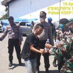 TNI-Polri Nunukan Bagikan Nasi Kotak dan Masker ke Warga Terdampak Covid-19