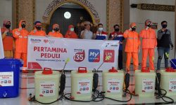 Peduli Cegah Covid-19 Jelang Ramadan, Pertamina Disinfeksi 11 Masjid di Samarinda