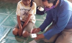 Kisah Guru Nanang Dampingi Belajar Siswa yang Tak Punya Akses Internet