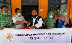Peduli Covid-19, Alumni UGM di Kutim Bagikan Sembako Hingga Masker