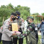 Kian Solid, TNI-Polri Terus Distribusikan Sembako Bagi Warga Terdampak Covid-19