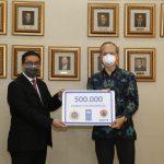UNDP Serahkan Bantuan 500 Ribu Masker untuk Tenaga Kesehatan Indonesia
