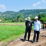 Presiden Jokowi Tinjau Proyek Padat Karya Irigasi di Batang, Jateng