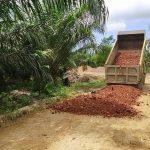 Kodim 0909/SGT dan Warga Perbaiki Jalan Antar Desa di Kaliorang