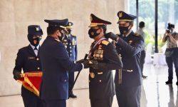 Panglima TNI Anugerahi Kapolri Tiga Bintang Utama Darat, Udara dan Laut