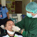 Deteksi Dini Covid-19, 381 Orang di Area Bandara APT Pranoto Diswab Massal