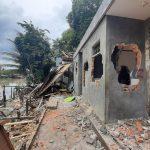 Rumah Beton yang Dibongkar di Pasar Segiri Sita Perhatian